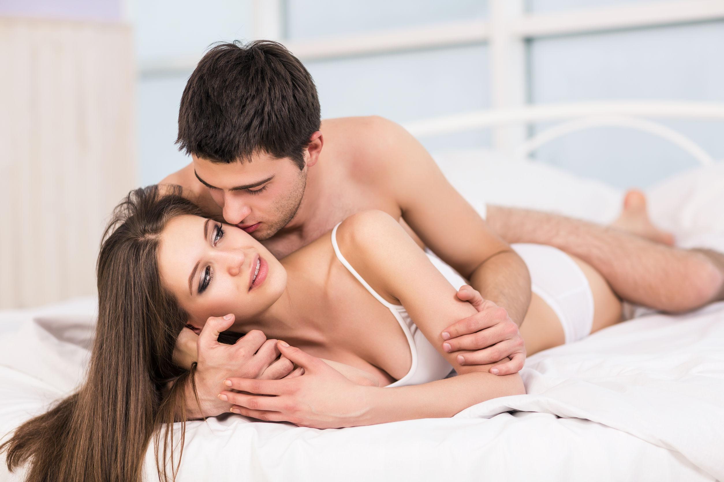 Отношения в кровати на картинке