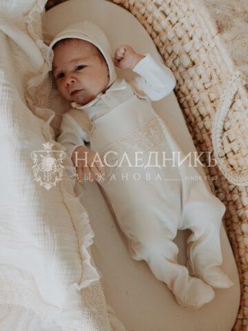 Комплекты на выписку из роддома: критерии, стильные модели из интернет-магазина «Наследникъ Выжанова»