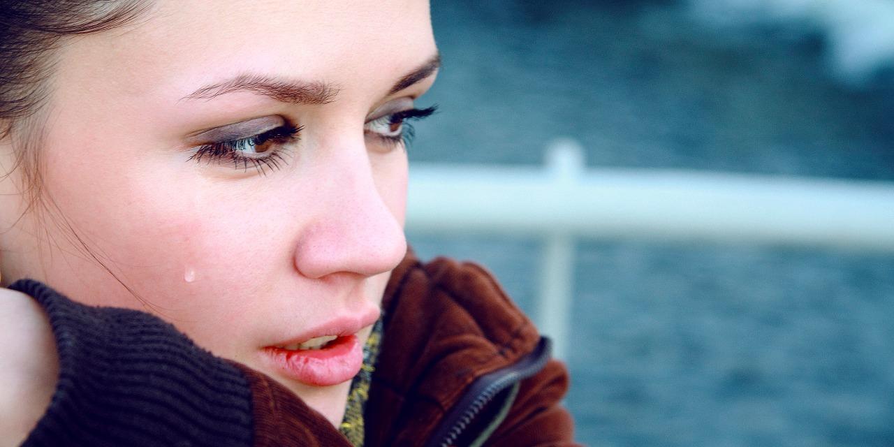 Картинки девушка плачет слезы, заведующей детского сада