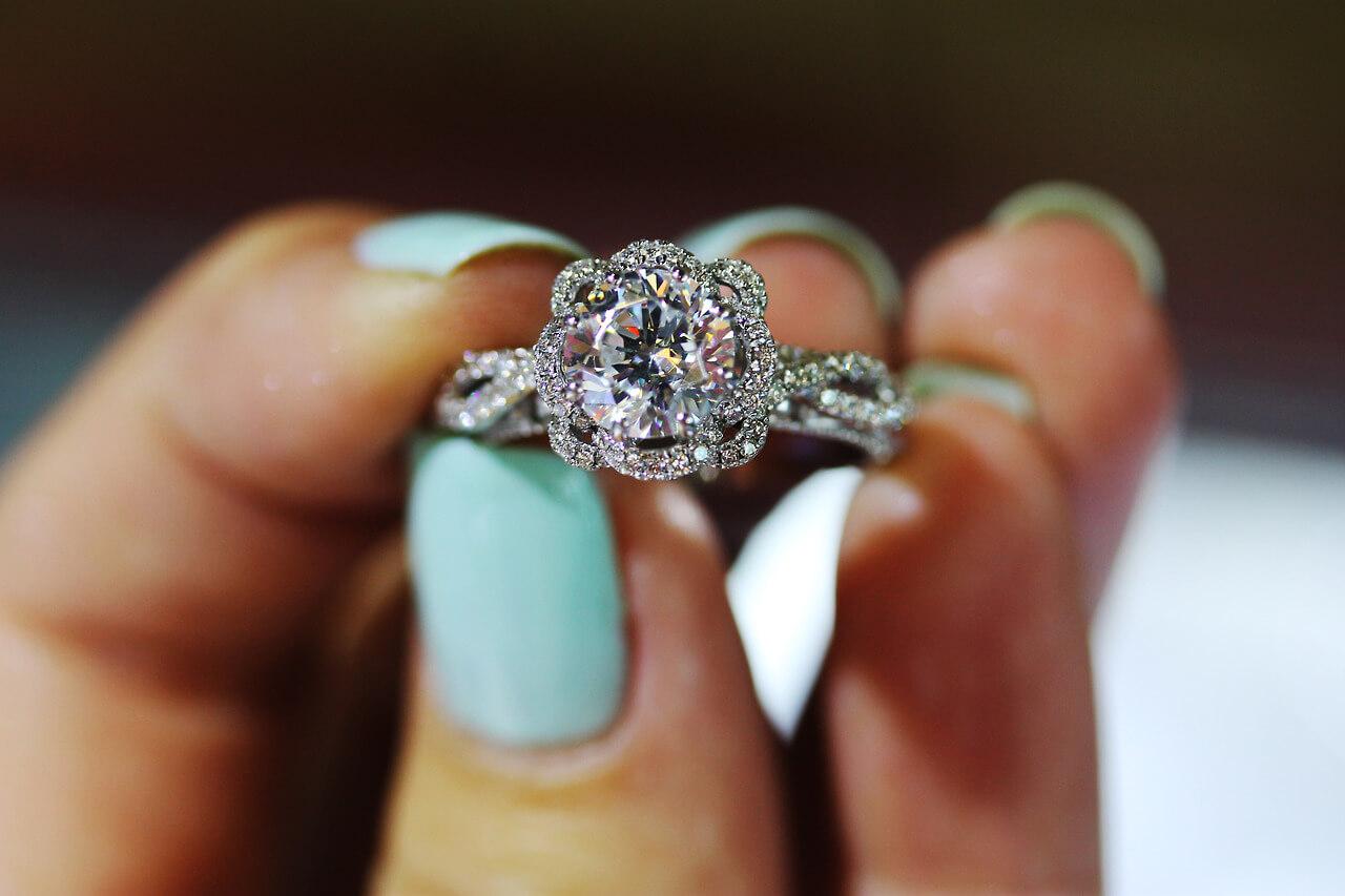 К чему снится кольцо: найти, надевать, потерять. Сонник женщине, незамужней девушке и мужчине