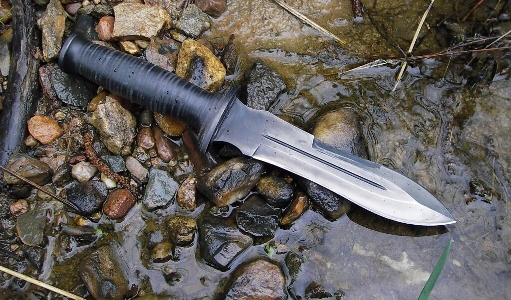 К чему снится нож женщине - сонник и толкование