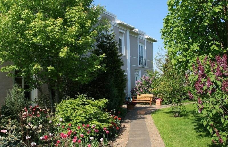 Какие деревья нельзя садить возле дома по народным приметам