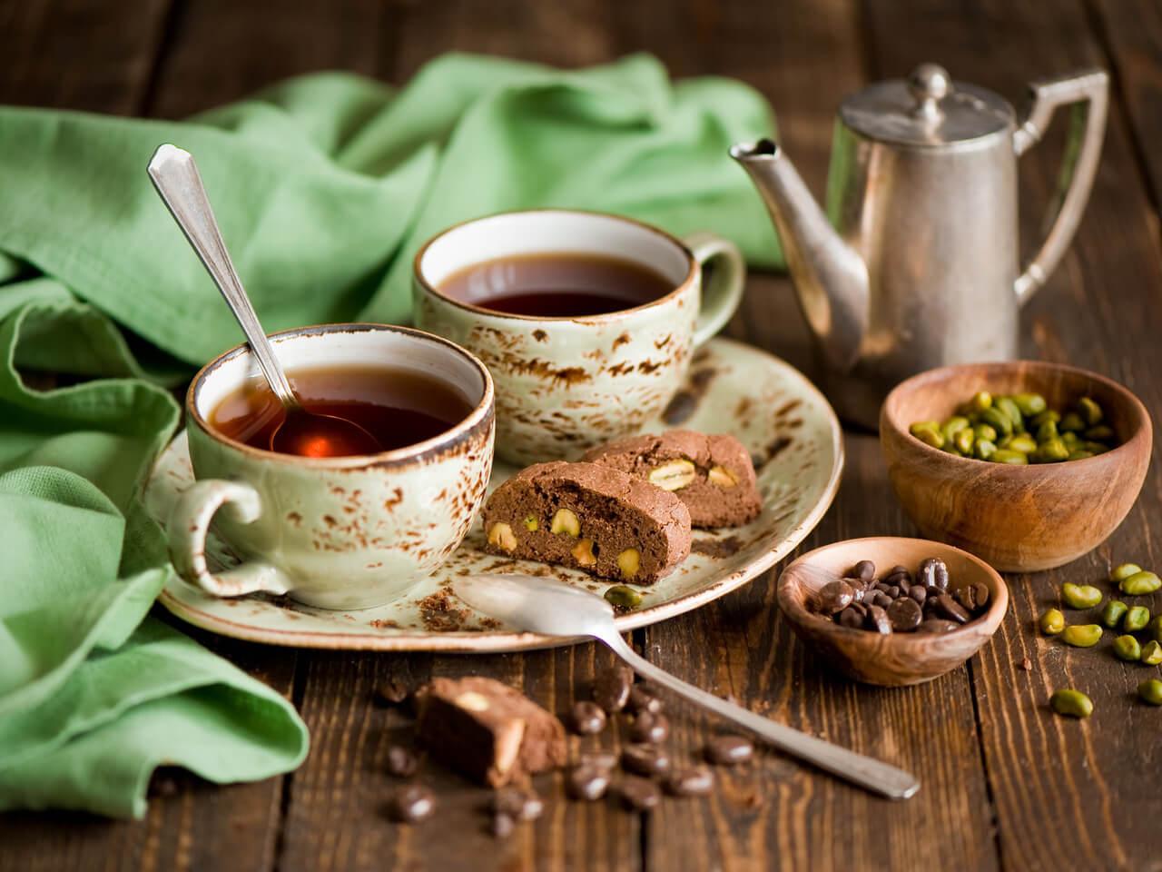 шпалы картинка с кружкой чая или кофе считает