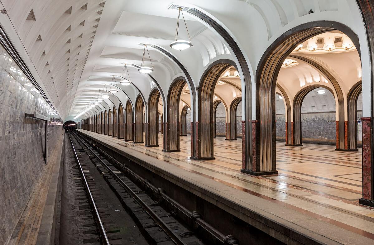 К чему снится метро - сонник. Ехать в метро во сне женщине