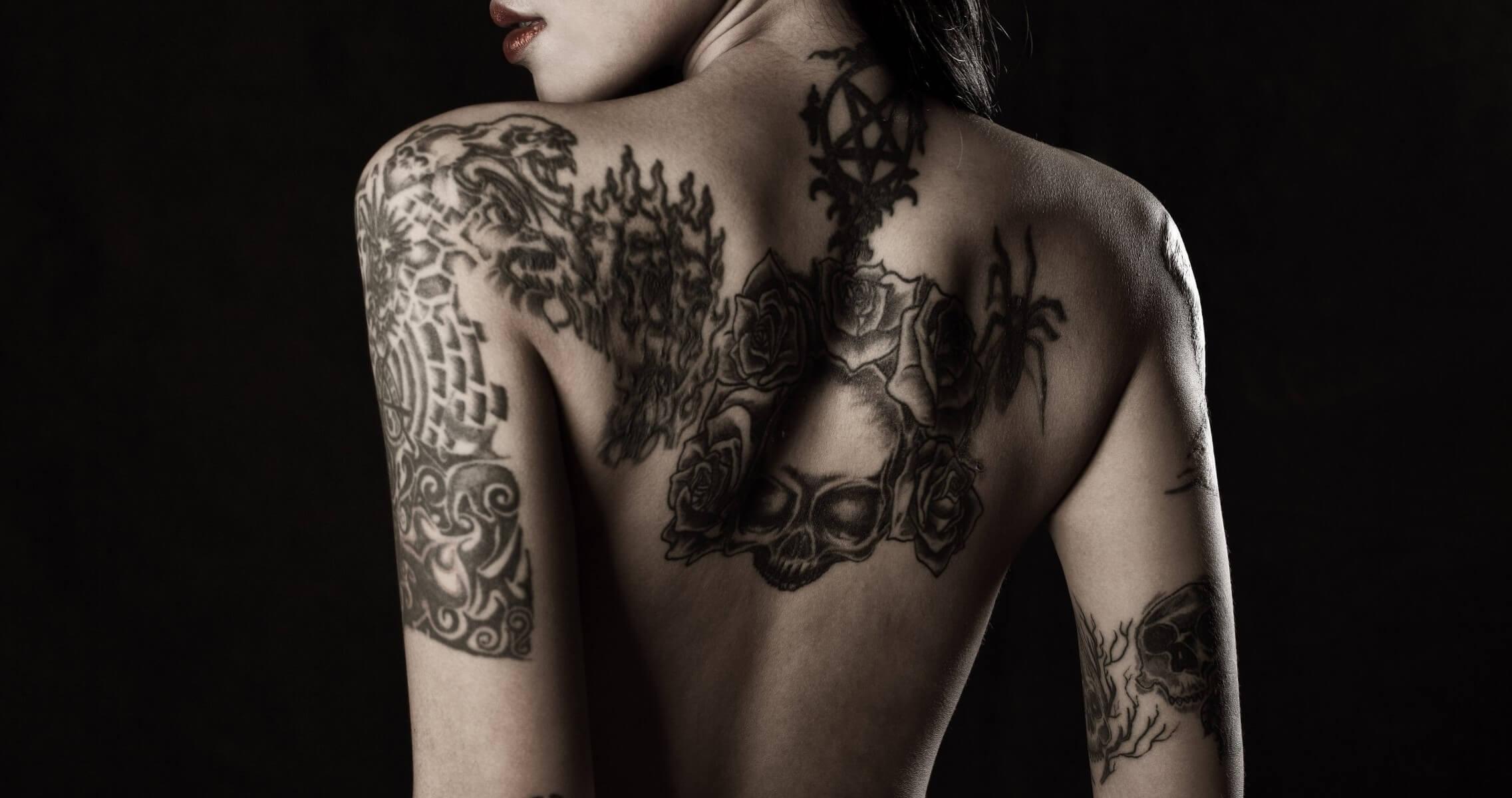 Татуировки на спину для девушек картинки