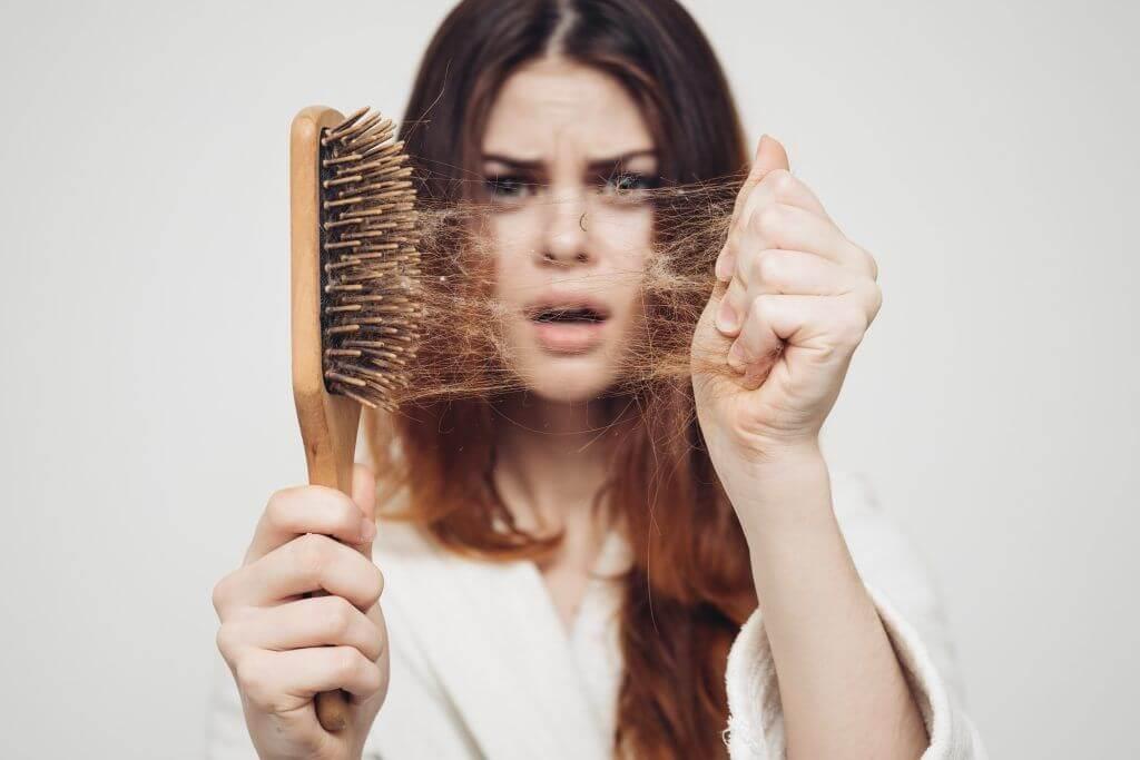 Сонник: выпадают волосы клоками, пучками - к чему это