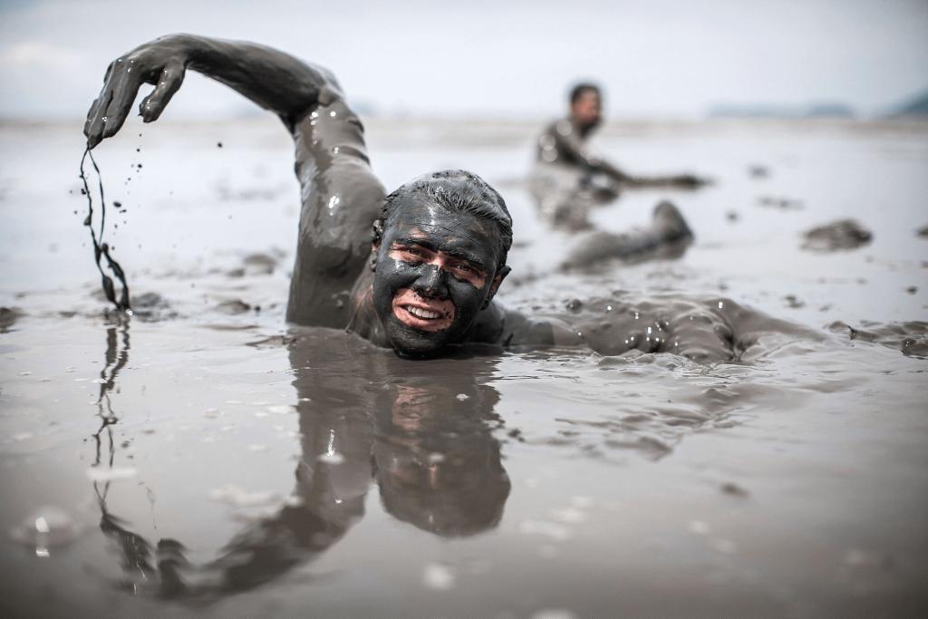 Фотосессия с водой и грязью