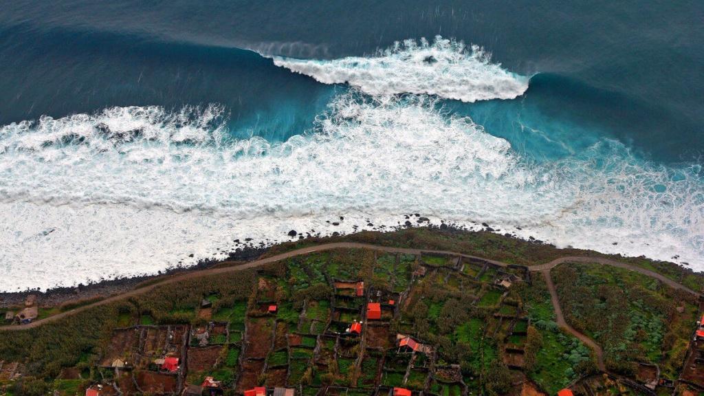 К чему снится волна цунами.jpg
